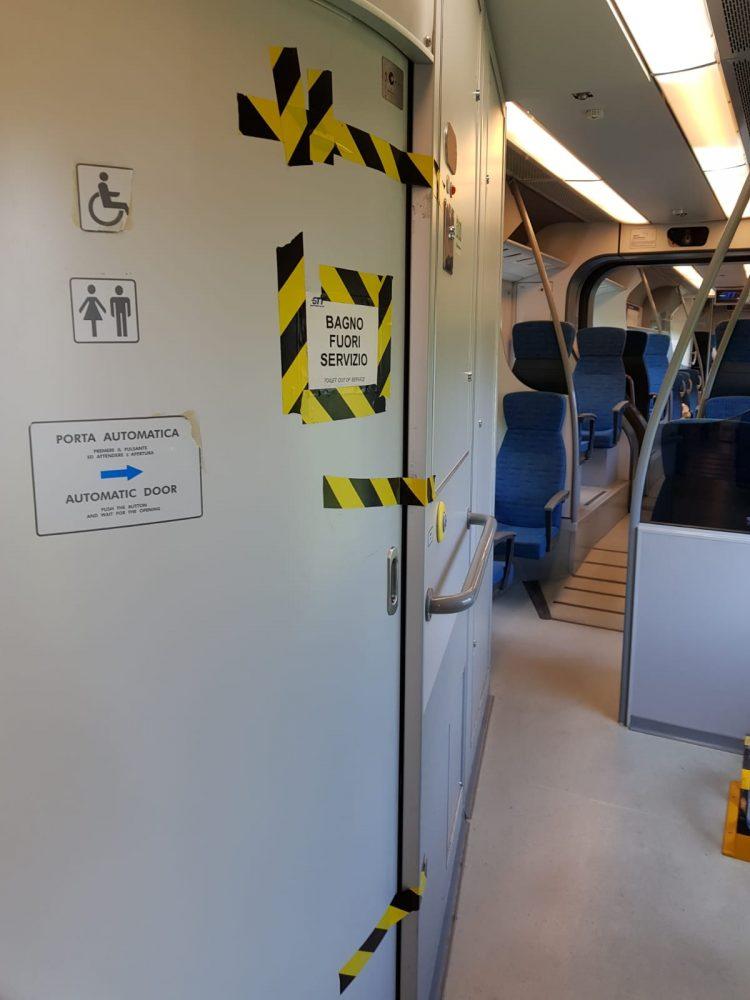 TROFARELLO – Nuovi disagi per i pendolari della Sfm1: pochi vagoni e bagni guasti