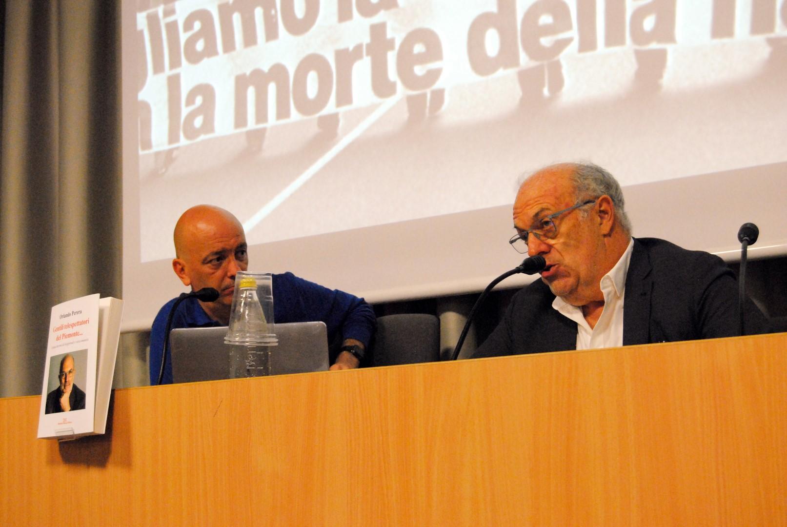 Orlando Perera si svela all'Aperilibro. Tanto pubblico e interesse per il giornalista smbolo del TG3 Piemonte