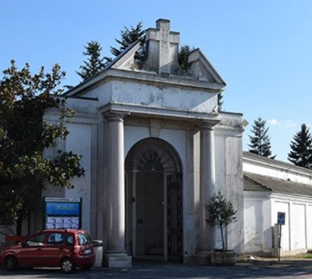 SANTENA – Abbattute le piante pericolanti del cimitero