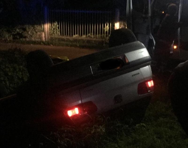 CARIGNANO – Auto si ribalta nella serata sulla provinciale: un ferito