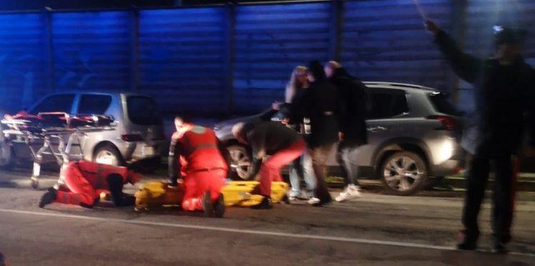NICHELINO – Cade dalla bici  per una buca: donna in ospedale