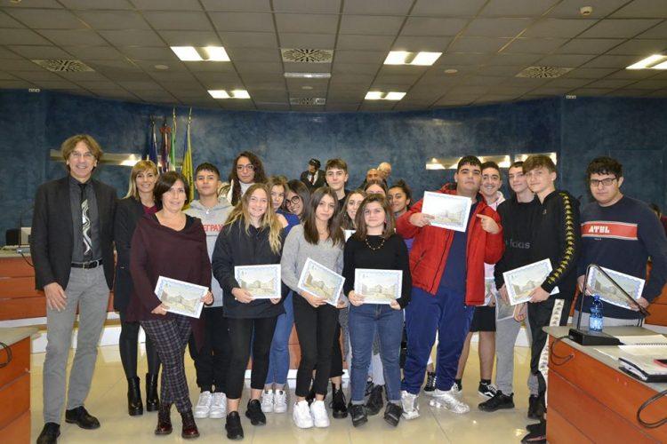NICHELINO – In Consiglio comunale premiati i giovani di successo