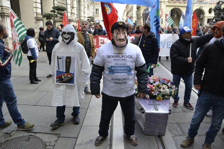 NICHELINO – I lavoratori ex Embraco sono tornati a manifestare