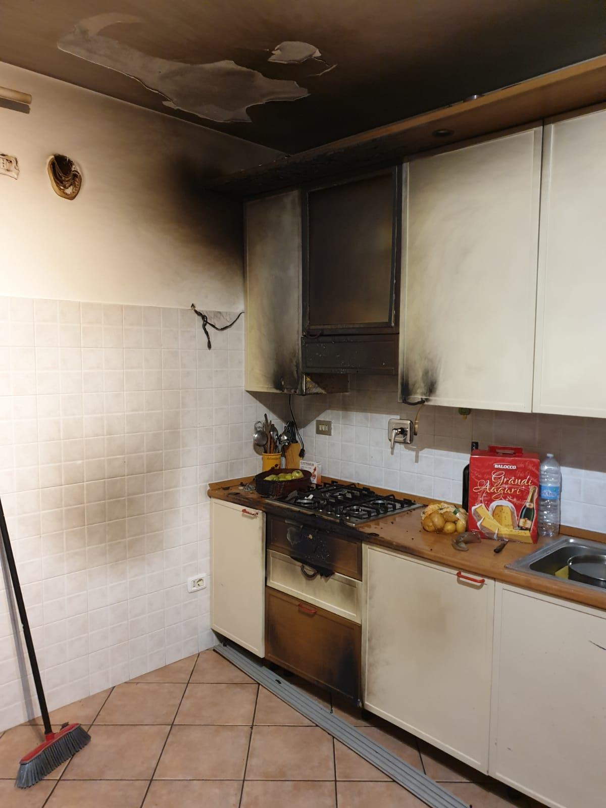 CARMAGNOLA – Incendio in appartamento: bombola del gas rischiava di esplodere