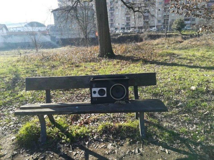 NICHELINO – Abbandonano una cassa stereo al Boschetto