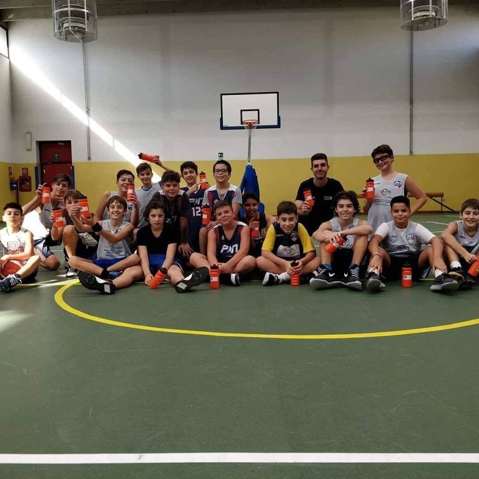 NICHELINO – Borracce plastic free anche tra i giovani campioni del basket