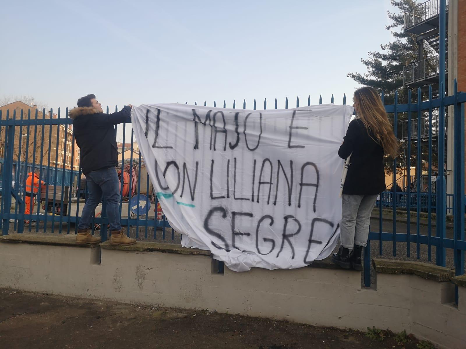 MONCALIERI – Affisso nuovo striscione su Liliana Segre al Majorana