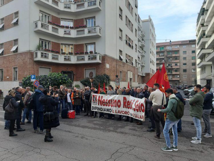 MONCALIERI – I lavoratori Alpitel in presidio sotto il ministero del Lavoro a Roma
