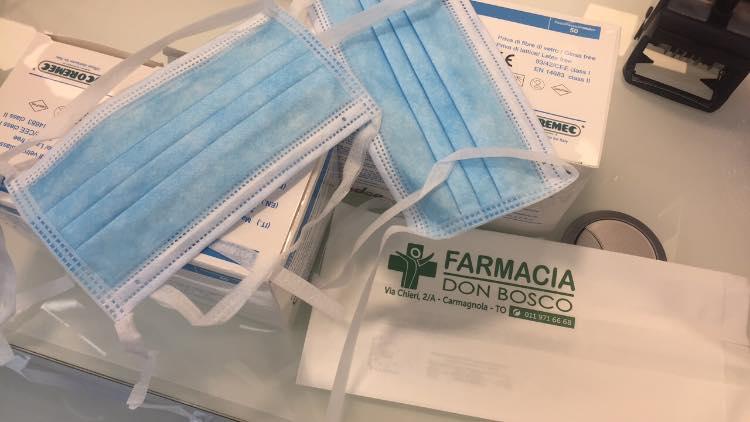 CARMAGNOLA – La farmacia rimette a disposizione le mascherine, ma le razionalizza