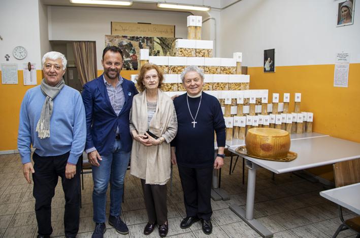 Pasta e parmigiano alla Mensa dei Poveri di don Adriano, il dono di Cristiano Bilucaglia