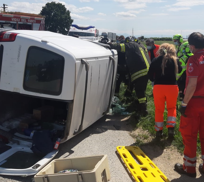 CARMAGNOLA – Brutto incidente in via Chieri: quattro feriti