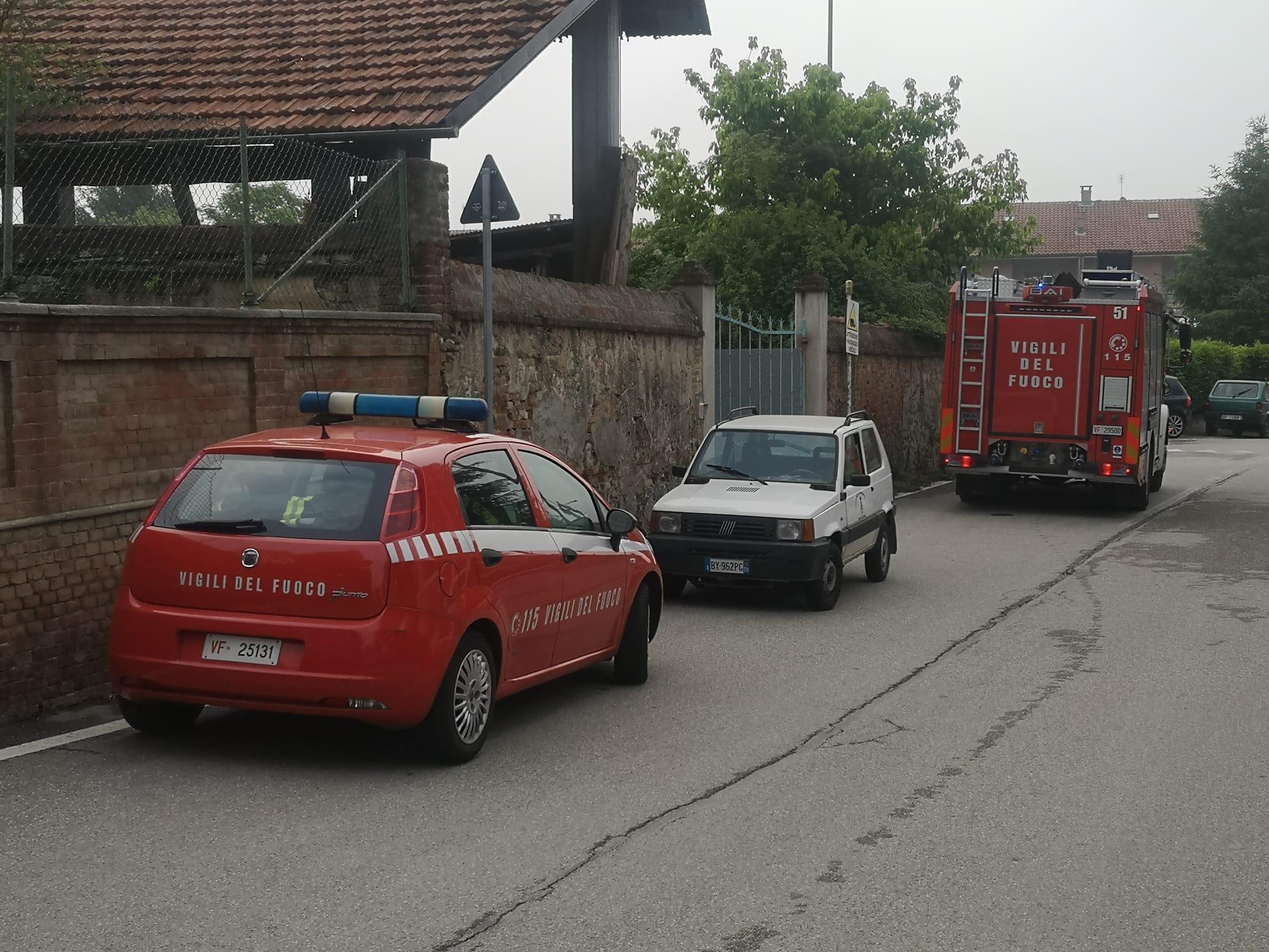 Roulotte esplode a Trofarello. I vigili del fuoco hanno subito fermato l'incendio. L'occupante è stato portato d'urgenza al CTO di Torino
