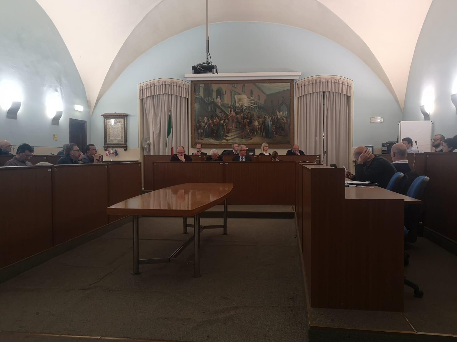 CARMAGNOLA – Scossa nella maggioranza: assessore Cammarata e tre consiglieri passano in Fratelli D'Italia