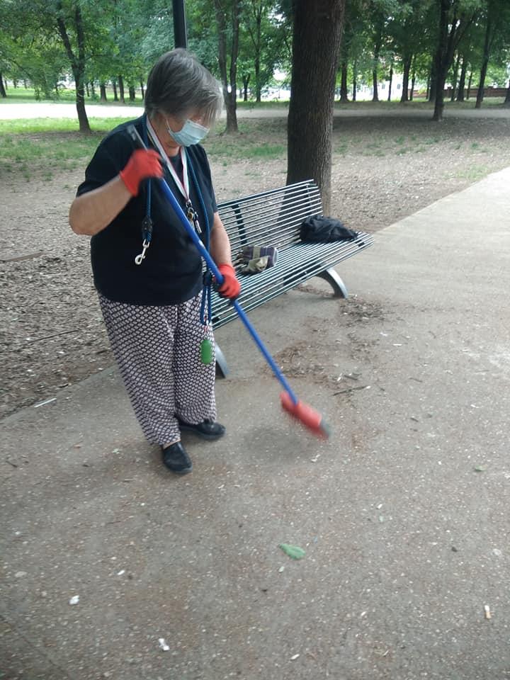 MONCALIERI – I cittadini ripuliscono il parco Lancia
