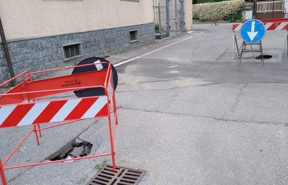 MONCALIERI – Via Montenero come una groviera. Il Comune 'Smat deve intervenire'